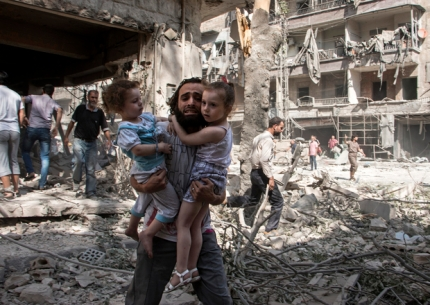 man-and-child-in-aleppo-afp
